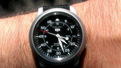 Đồng hồ Seiko SNK809 (4)