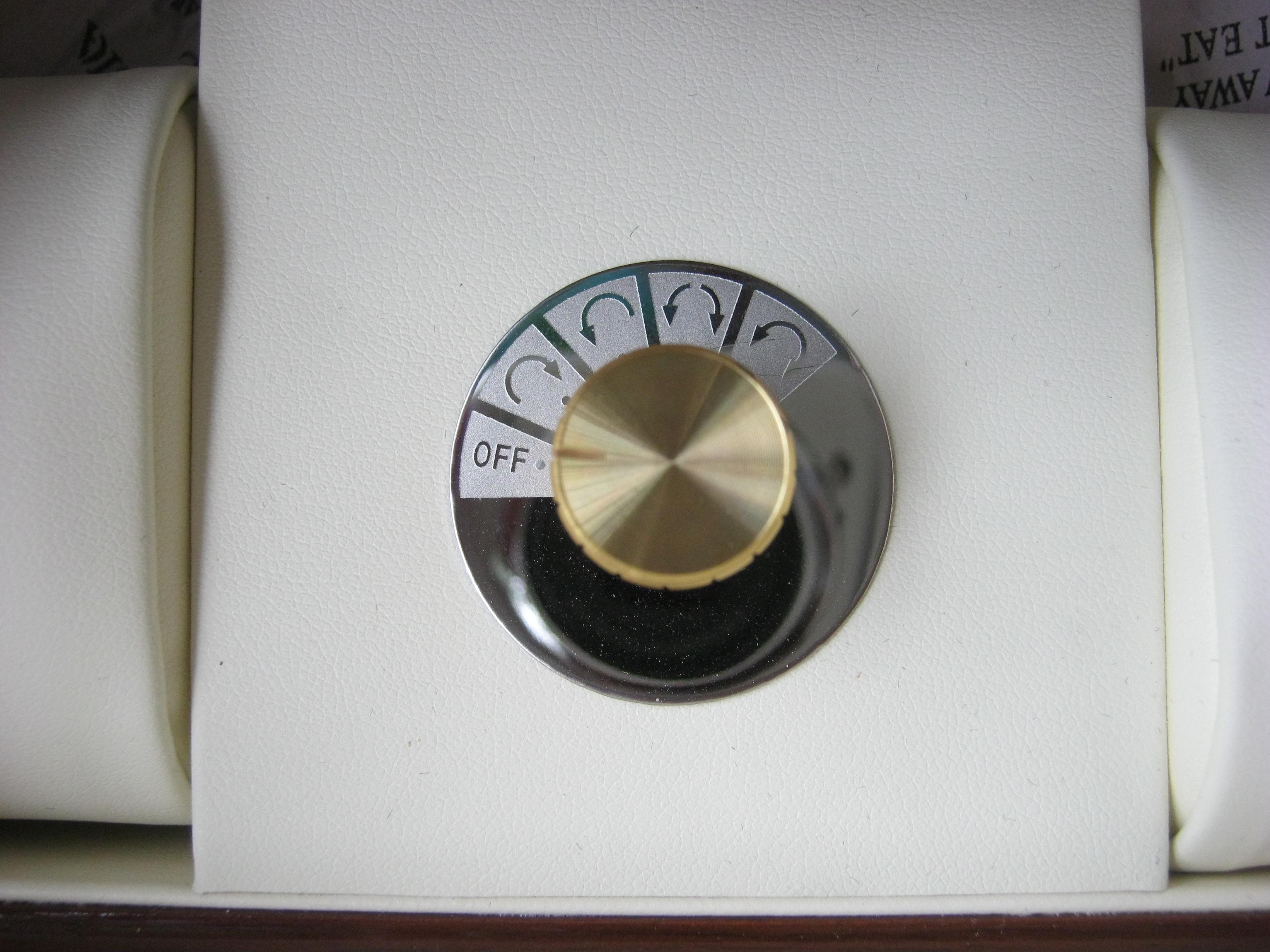 hộp lắc lên cót đồng hồ